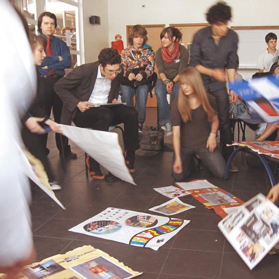 Réunion avec des lycéens pour discuter l'avenir d'un lieu emblématique : le foyer.