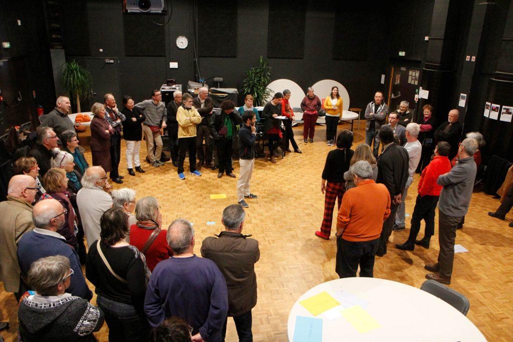 Organisation d'un débat mouvant lors d'un atelier sur le thème du dialogue citoyen
