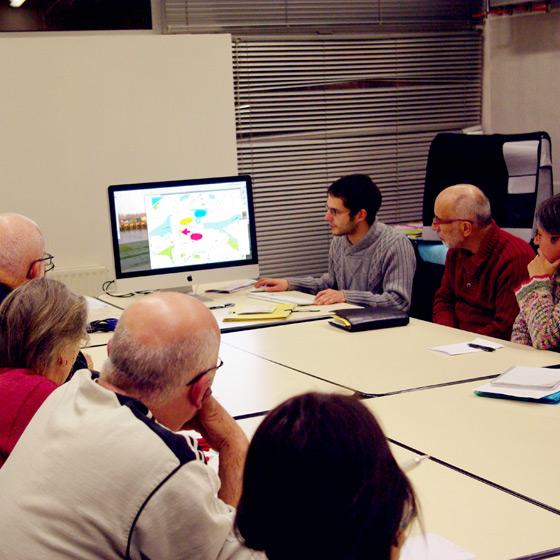 Séance de travail avec les membres d'un Conseil Consultatif de Quartier